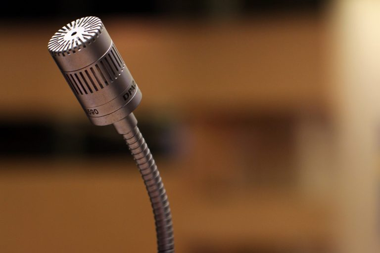 microphone-2316268_1920